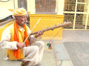 A man playing Raavan Hatha