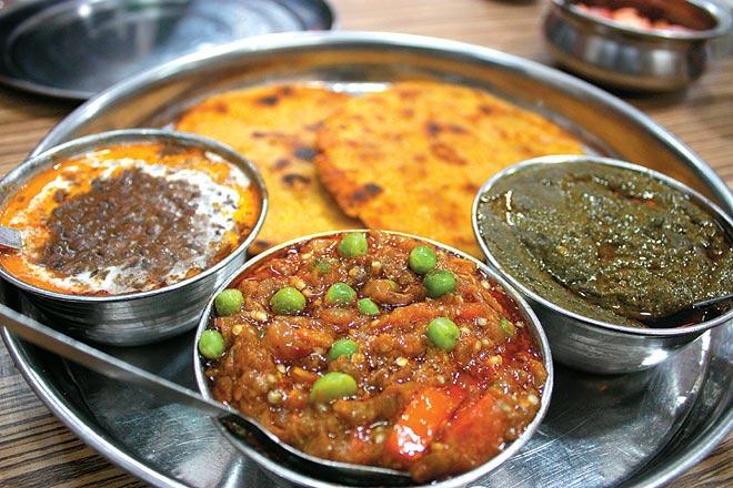 Sarso Ka Saag with Makke Di Roti